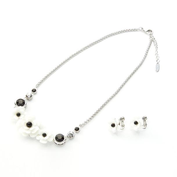 ホワイト&ブラック モダンフラワー ネックレス&イヤリングセット
